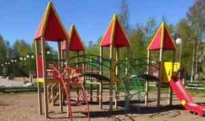 В Архангельске вновь детские площадки закрывают сигнальными лентами