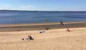 Архангелогородцы открыли пляжно-купальный сезон
