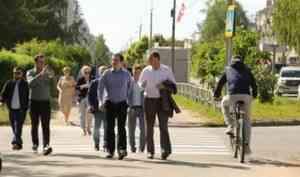 Александр Цыбульский дал положительную оценку благоустройству Ломоносовского парка в Коряжме