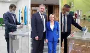 Годзиш с женой, Цыбульский — в одиночку: как голосуют известные жители Архангельской области