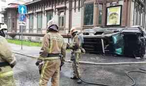 В центре Архангельска столкнулись два автомобиля, есть пострадавшие