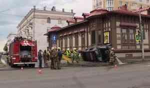 НаТроицком проспекте столкнулись два внедорожника