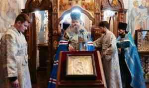 Митрополит Корнилий совершил Литургию в праздник Владимирской иконы Божией Матери и праведного Артемия Веркольского