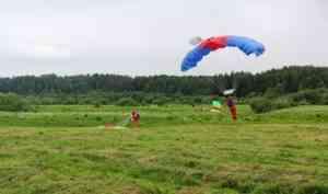 20 парашютистов-пожарных из Архангельска помогают тушить лесные пожары в Красноярском крае