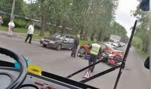 Два человека пострадали ибыли госпитализированы врезультате аварии наул.Адмирала Нахимова вАрхангельске