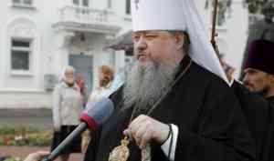 Митрополит Корнилий в День семьи, любви и верности совершил молебен возле памятника святым Петру и Февронии