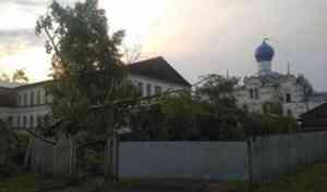 В Верхнетоемском и Пинежском районах стихия повредила более 150 домов