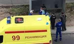Прокуратура проверят информацию о маме, выбросившей свою дочь из окна