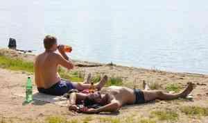Как пиво связано с обмороком и можно ли отравиться водой? Разбираемся, что пить в жару