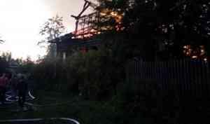 На Кегострове горит деревянный дом