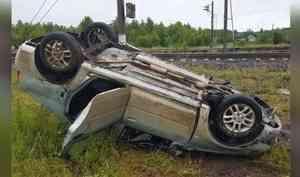 В Онежском районе легковой автомобиль столкнулся с поездом
