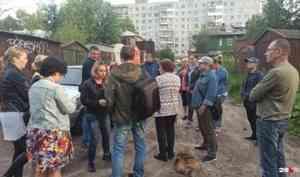 Жители в Архангельске устроили собрание для 29.RU, чтобы показать, как живут в аварийных домах
