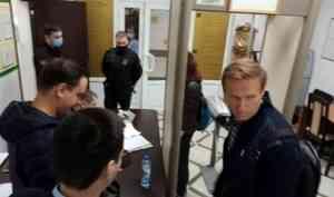 Алексей Навальный в Архангельске — видео 29.RU из здания суда