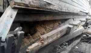 В Архангельске в деревянных домах рухнули печи