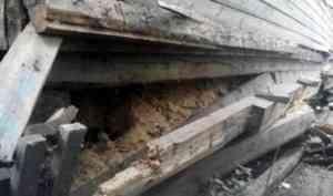 В Архангельске произошли подвижки фундамента и обрушение печей в трёх деревянных домах