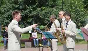Ансамбль «Мелодия» Георгия Гараняна поздравил сотрудников МЧС России с 30-летием Министерства