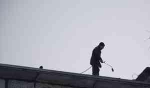 В Архангельске 19-летний рабочий упал с 6 этажа и выжил