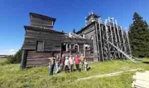 В Онежском районе добровольцы помогают сохранить церковь XIX века