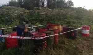 В километре от трассы «Северодвинск-Архангельск» нашли бочки с нефтепродуктами и мусором