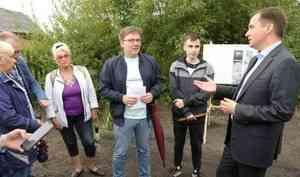 Александр Цыбульский проверил ход ремонта дорог вЦигломени вместе сактивистами движения «Асфальт29»