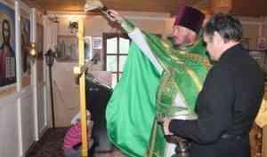 Новый крест для храма преподобного Серафима Саровского освятили в пинежской Сие