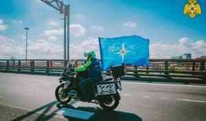 Пожарный мотоклуб «Fiery Hearts» провел мотопробег в честь 30-летия МЧС России и 75-летия победы в ВОВ (видео)