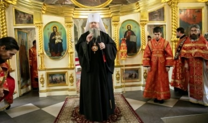 Митрополит Корнилий совершил Литургию в воскресный день и праздник великомученика и целителя Пантелеимона