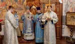 Митрополит Корнилий совершил всенощное бдение в канун праздника Смоленской иконы Божией Матери