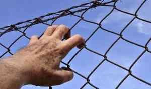 В Архангельске подследственный напал на сотрудника изолятора