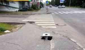 Новые дорожные знаки в центре тротуаров удивили архангелогородцев