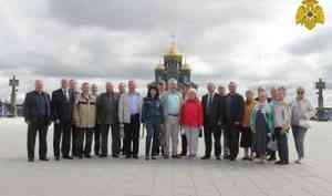 Ветераны МЧС России посетили военно-патриотический парк «Патриот» и Главный храм ВС РФ