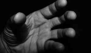 Онлайн-знакомство закончилось для северодвинки насилием и грабежом