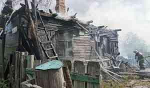 «Очень помог ветер»: частный дом и хозпостройки сгорели на Бревеннике