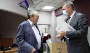 Игорь Годзиш вручил знак «За заслуги перед Архангельском» Григорию Тарасулову