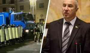 Глава МВД Белоруссии извинился перед избитыми на протестах