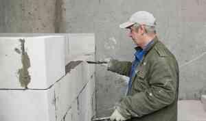 К концу года в Архангельской области достроят 10 домов для переселенцев из аварийного жилья