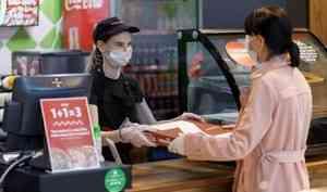 В Архангельске пока не планируют отменять обязательное ношение масок в магазинах