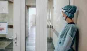 В Архангельске расследуется незаконная продажа халатов и комбинезонов детской поликлинике