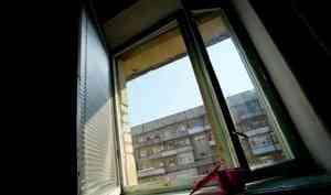 В Архангельске мужчина сорвался с седьмого этажа и остался жив