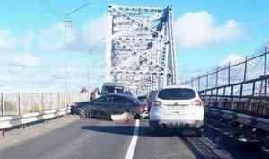 Авария в Архангельске на несколько часов парализовала движение на железнодорожном мосту