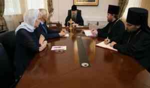Митрополит Корнилий провел встречу с православными общественниками Светланой Грошевой и Сергеем Быковым