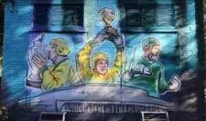 Стрит-арт «Три капитана» – подарок архангельских художников к юбилею «Водника»