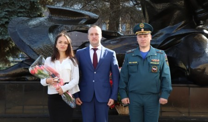 Заместитель министра Виктор Ничипорчук вручил специальные звания и награды специалистам Нижегородского МЧС России