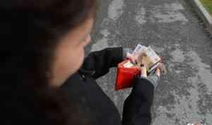 Пенсии и пособия в России будут выплачивать только на карты «Мир»