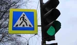 В Архангельске у на перекрестке у «Час Пика» сбили женщину. Она в больнице