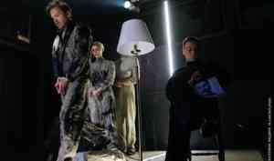 Двойная сплошная, или пересечение параллельных: вАрхангельском молодёжном театре разоблачили «Иллюзию договора»