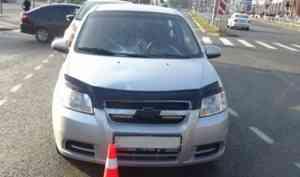 Архангелогородку, переходившую на «красный» сбил автомобиль - женщина оказалась в больнице