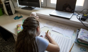 Из-за роста больных COVID-19 московских школьников отправили на длительные каникулы