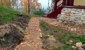 В Архангельске продолжается благоустройство Петровского сквера