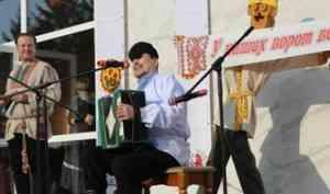 На площади Ломоносовского дворца культуры прошли народные гуляния, посвященные Маргаритинской ярмарке